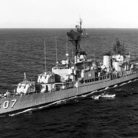 USS_Benner_(DD-807)_underway_in_1968